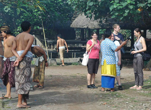 Tourists spend their time in Tenganan for two to three hours long. They are generally considered to be potential buyers of gringsing.