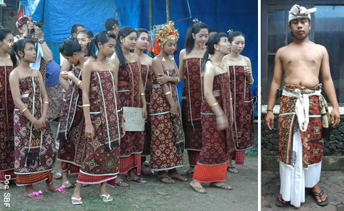Girls (daha), boys (truna) to adults and the elders, are obliged to wear gringsing in various ceremonies, as a symbol of their devotion to the gods as well as respect to their ancestors.