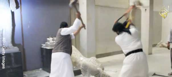 ISIS destroys statue at Mosul museum
